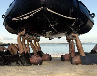 Soldierspushingupaboat